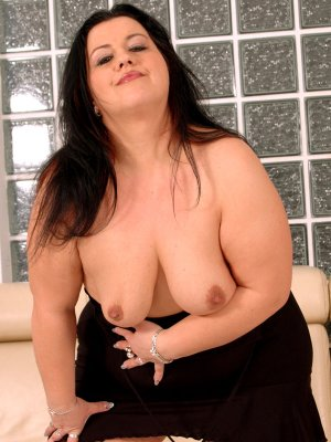 Naciera outcall escort Clinton, MD